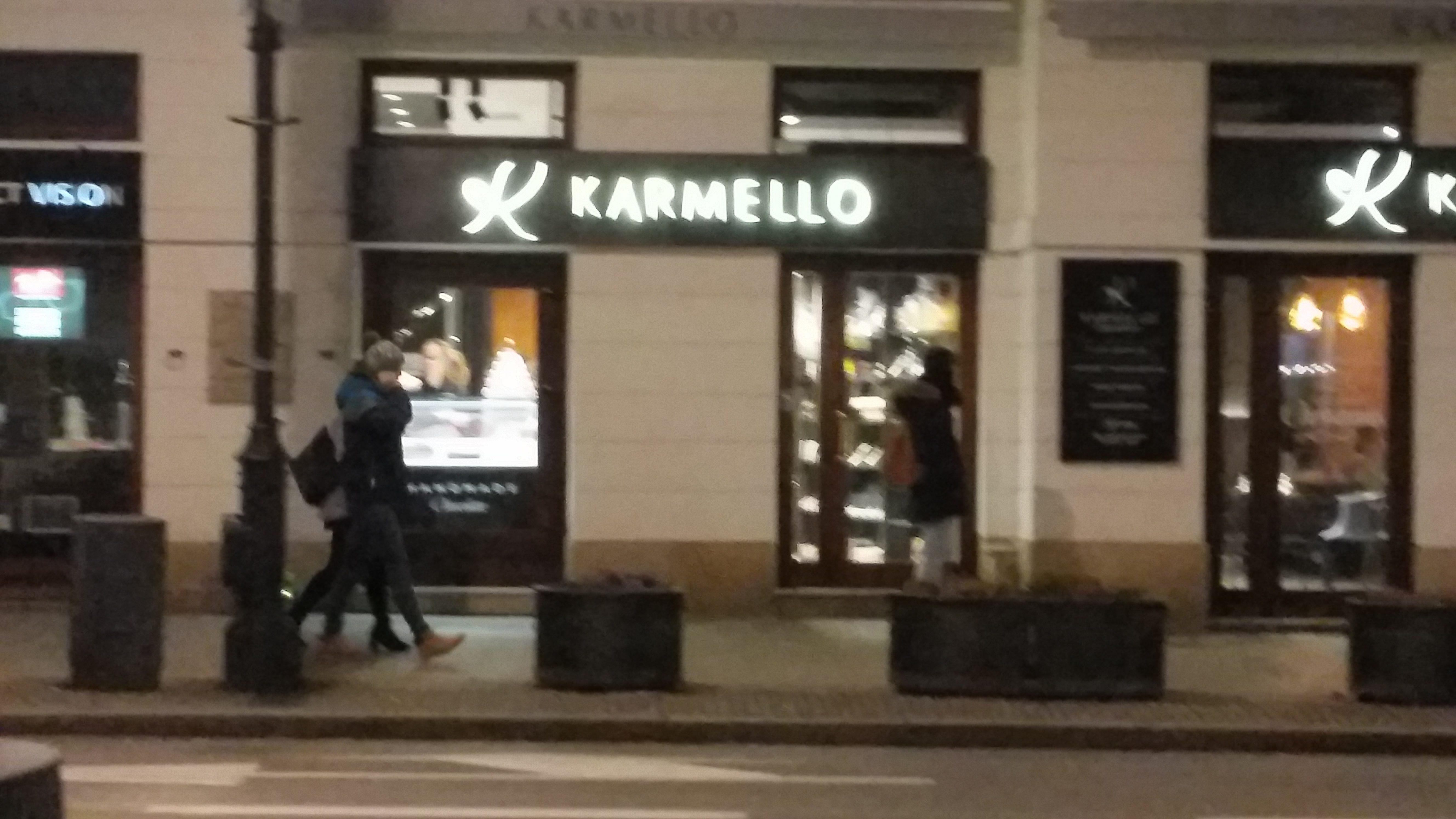 Кафе Karmello находится в Варшаве улица Новый Свят 64.