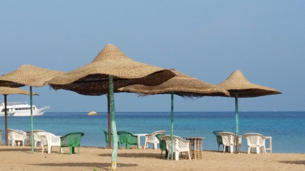 Красное море и публичный пляж Parades Beach в Хургаде-1