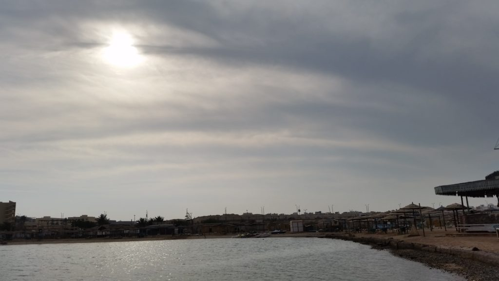 Красное море и публичный пляж Parades Beach в Хургаде-4