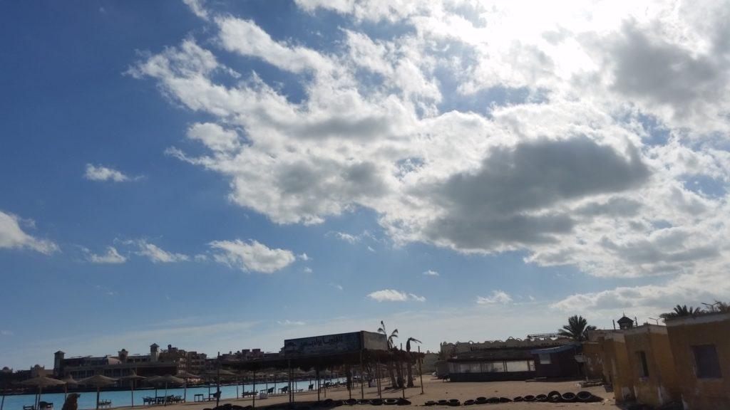 Красное море и публичный пляж Parades Beach в Хургаде-9