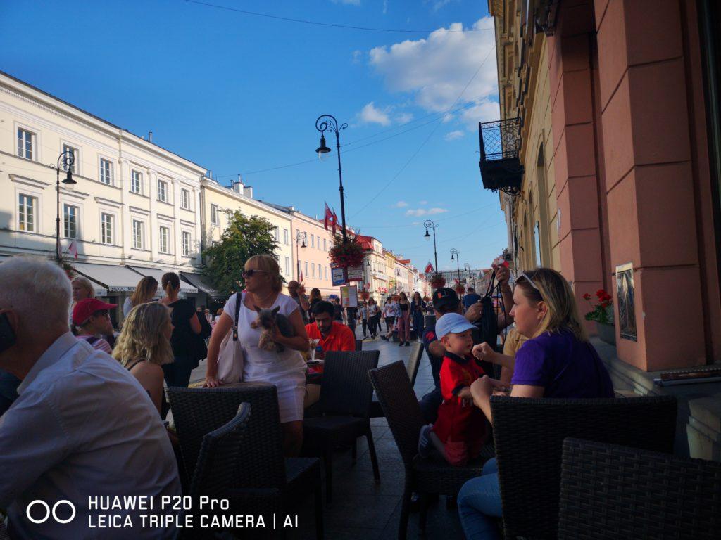 Жизнь бурлит и кипит, Варшава улица Новый Свят